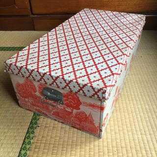 【値下げしました】レトロポップ☆ブリキの衣装ケース  赤のお家と...