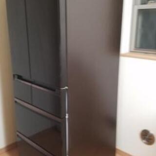 【値下げ】スリムな幅65cmで、たっぷり入る525L 冷蔵庫