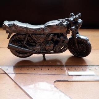 ホンダのバイクCBXの置物