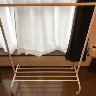 IKEAの洋服ラックの画像