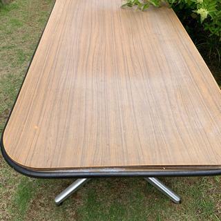 ジャンクのテーブル