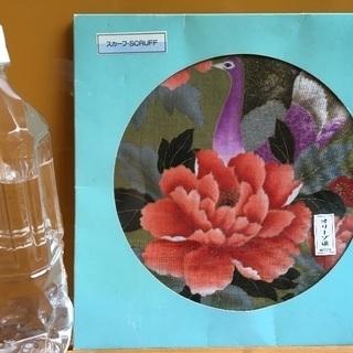 オリーブ染めのスカーフ 孔雀とお花のモチーフ