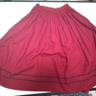 真っ赤なフレアースカート(下に黒のライン入り) W 60(値下げ)