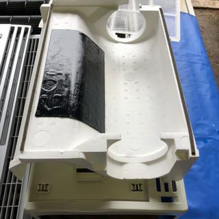 窓用クーラー ウインドウクーラーをお掃除します。取り付け、取り外し処分も可。 − 愛知県