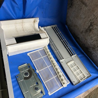 窓用クーラー ウインドウクーラーをお掃除します。取り付け、取り外し処分も可。 - ハウスクリーニング