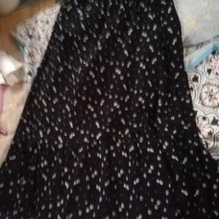 ネイビーの白い小花柄のスカートあげます!