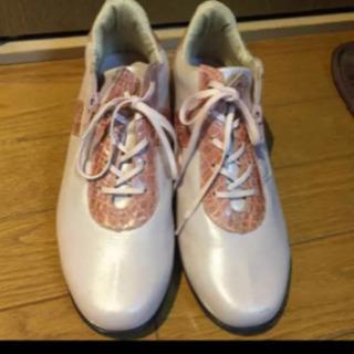 日本製のピンク系の靴
