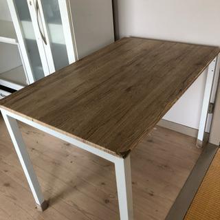 テーブルと椅子(1脚)