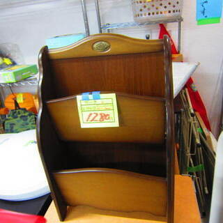 リサイクルショップのダイトーです。お持ち帰り価格 木製 BOOKスタンド