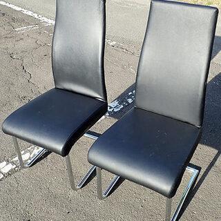 札幌市 合皮 黒い椅子 二つ ダイニングチェア サイズ約 50cm...