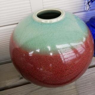緑赤の陶器