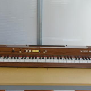 状態良。木目調の電子ピアノ 縦38㎝×横120㎝×厚み15㎝ コ...