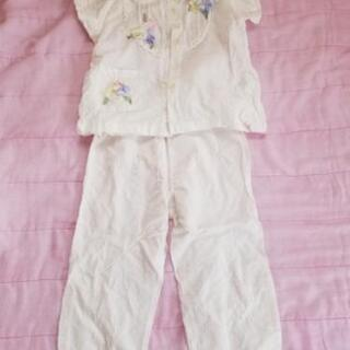 女児パジャマと服