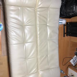 白いソファベッド