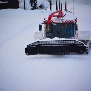 HANAZONOスキー場の圧雪車スタッフ 募集中!