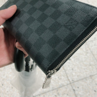 VUITTON財布