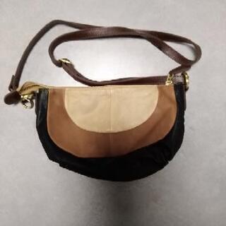 小さなバッグです革製品です。