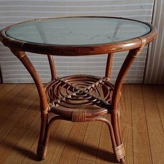 籐のサイドテーブル 差し上げます