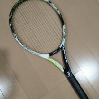 テニスラケットスリクソン