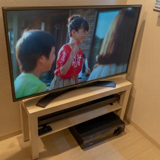 43型4Kテレビと5.1chスピーカー