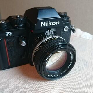 フィルム一眼レフカメラ Nikon F3 ズームレンズ ストロボ 三脚 フルセットの画像