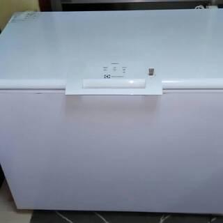 エレクトロラックス ELECTROLUX 300L 急速冷凍機能付...