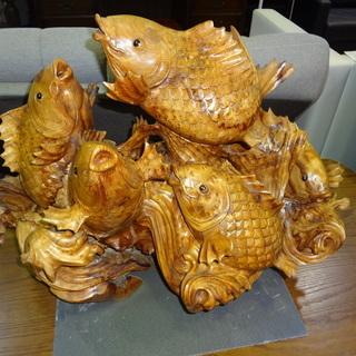 【モノ市場 東海店】木彫り 鯉 置物 オブジェ クスノキ