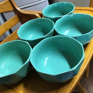 グリーンの小鉢