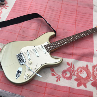Squier by Fender エレキギター 弦2本切れ