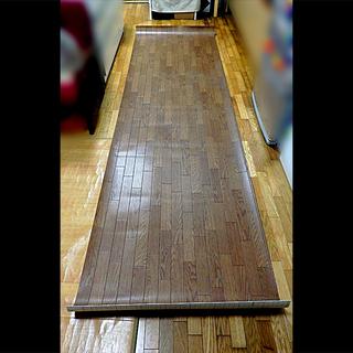 フローリング風カーペット(約3m15cm×92cm)