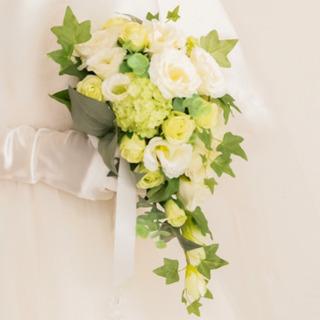 美品☆ブーケ ヘッドパーツ 髪飾り ブートニア 白 結婚式 ウェ...