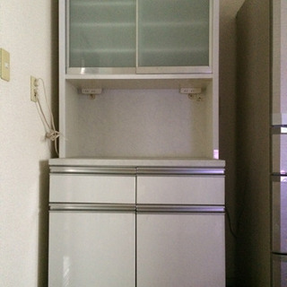 食器棚‼︎収納たくさんあります 24日の9時に引き取りに来られる...