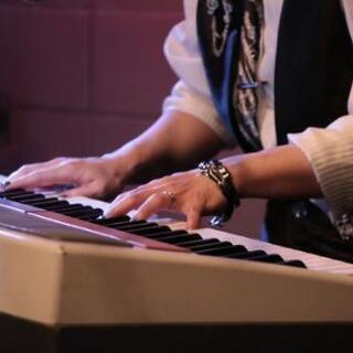 初心者大歓迎!弾き語りアーティストによるピアノレッスン!