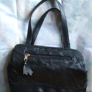 キルト柄のハンドバッグ
