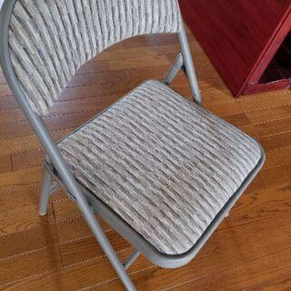 高級なパイプ椅子
