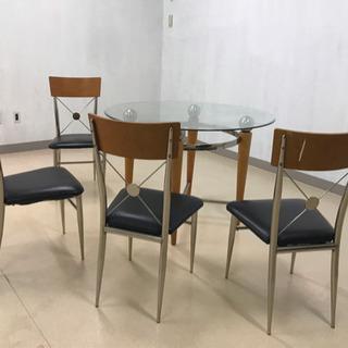 アメリカンなガラステーブルとイス4脚
