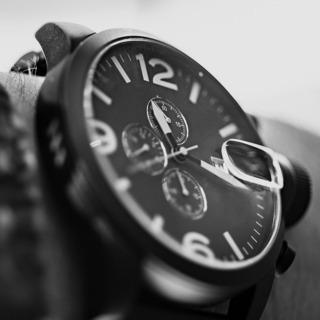 腕時計が好きな方必見!腕時計に囲まれて仕事ができる!     中...