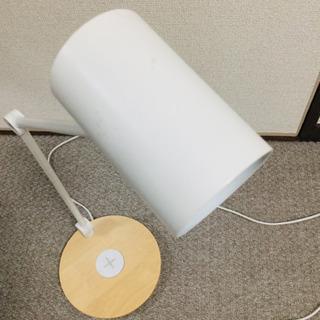 IKEA   置くだけ充電機能付きライト