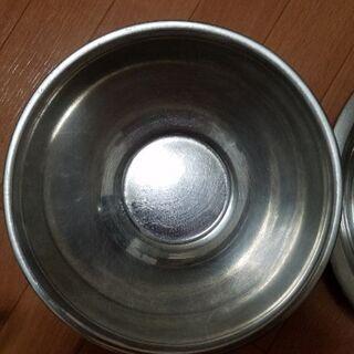 金属製のボウル 2つ