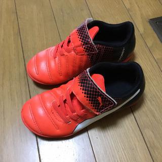 再値下げ 美品 プーマサッカー子供靴17cm