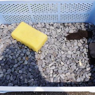 天然石(那智石?) 30㎏くらい 防犯対策・雑草抑制になると思います。