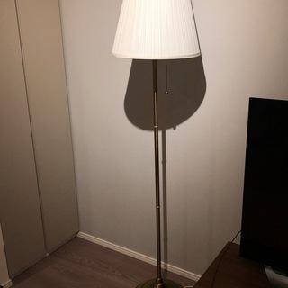 IKEA フロアランプ 真ちゅう ホワイト 電球付き