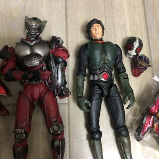 格安‼️仮面ライダー龍騎と初代ライダーフィギュア‼️