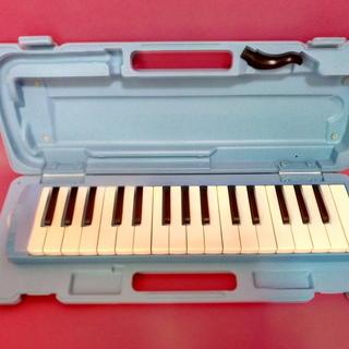 ヤマハのピアニカ(P-32D)32鍵盤のブルーです