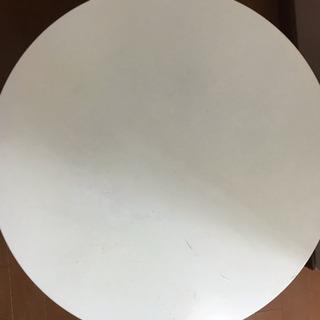 白い丸いテーブル