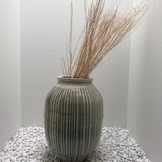 大きな甕、壺、花瓶
