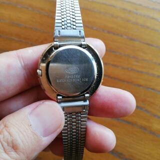 腕時計、時間止まってます