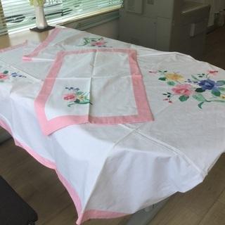 花柄のベッドカバーと枕カバーセット