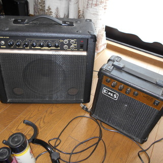 エレキギターのアンプ と小物