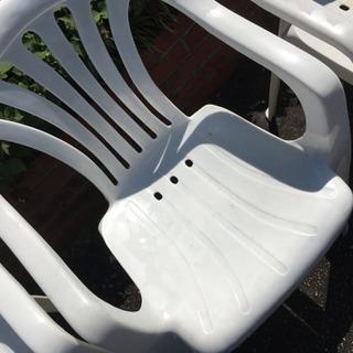 バーベキュー用の白い椅子×三脚